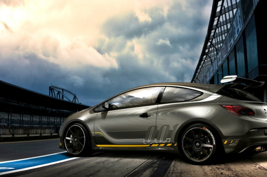 Opel Astra OPC EXTREME: Ένα τετράτροχο για πίστες και... πασαρέλα