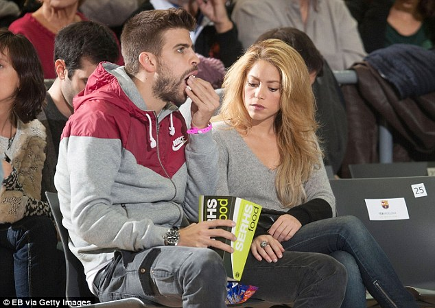 getty images||http://www.dailymail.co.uk/sport/football/article-2516040/Gerard-Pique-Shakira-watch-basketball-game.html