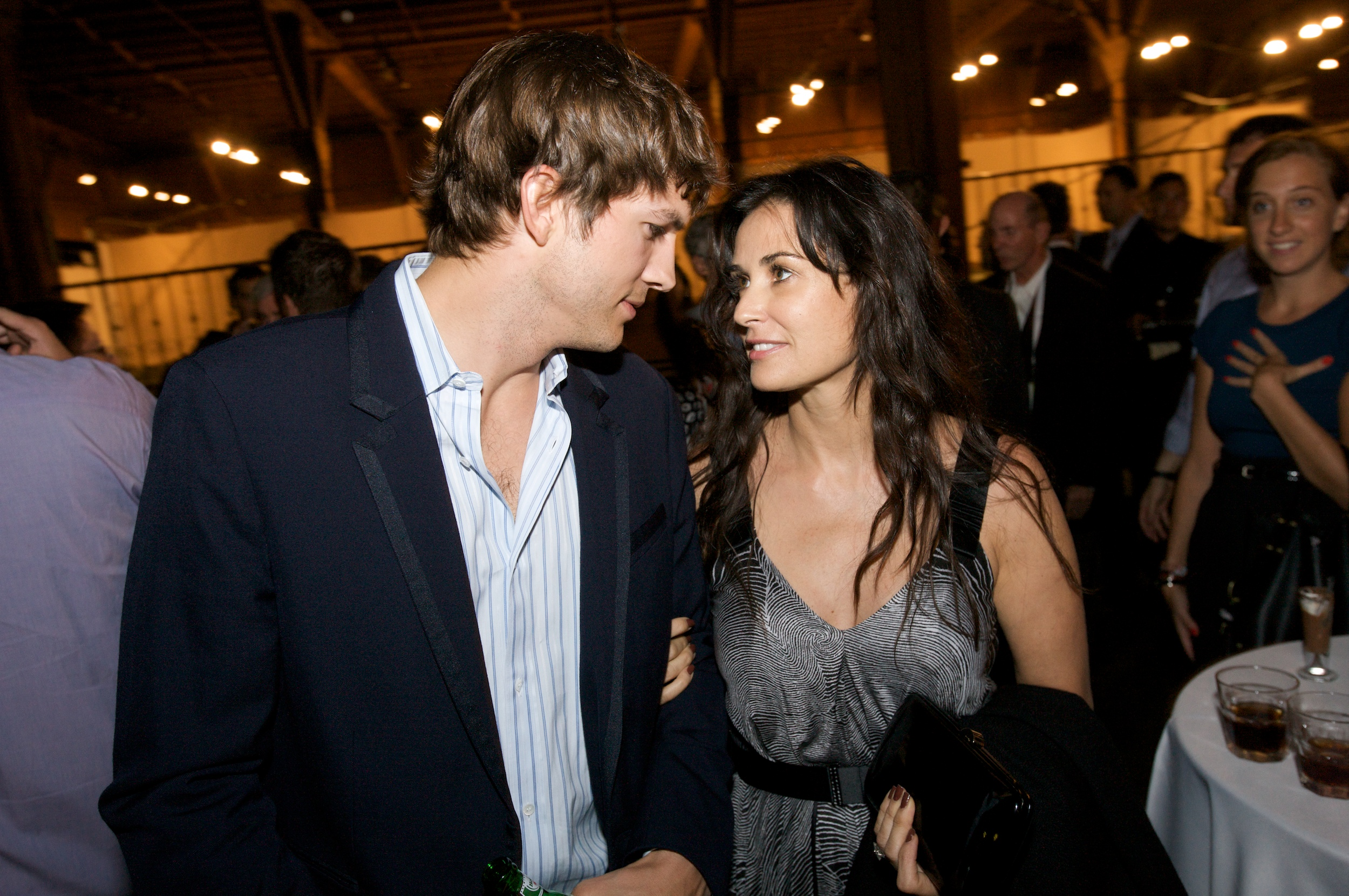 webpronews.com||http://www.webpronews.com/demi-moore-and-ashton-kutcher-finalize-divorce-2013-10/